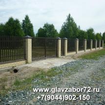 Забор  из металлоштакетника на ленточном фундаменте с кирпичными столбами, Зеленый город, Тюмень