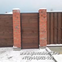 Калитка деревянная на кирпичных столбах, Тюмень, Княжевская