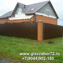 Забор из профнастила с кирпичными столбами Новотарманск, Тюмень