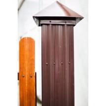 Столб заборный из металлошикетника с колпаком