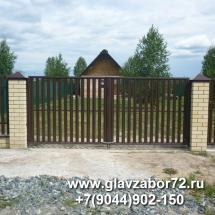 Ворота из металлоштакетника с кирпичными столбами, Зеленый город, Тюмень